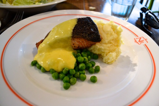 Salmon with hollandaise sauce, mashed potatoes and peas